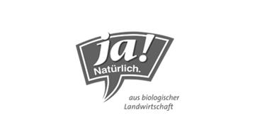 Ja Natürlich Logo in grau mit dem Schriftzug aus biologischer Landwirtschaft