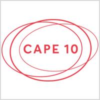 Cape 10 Logo in rot vor weißem Hintergrund
