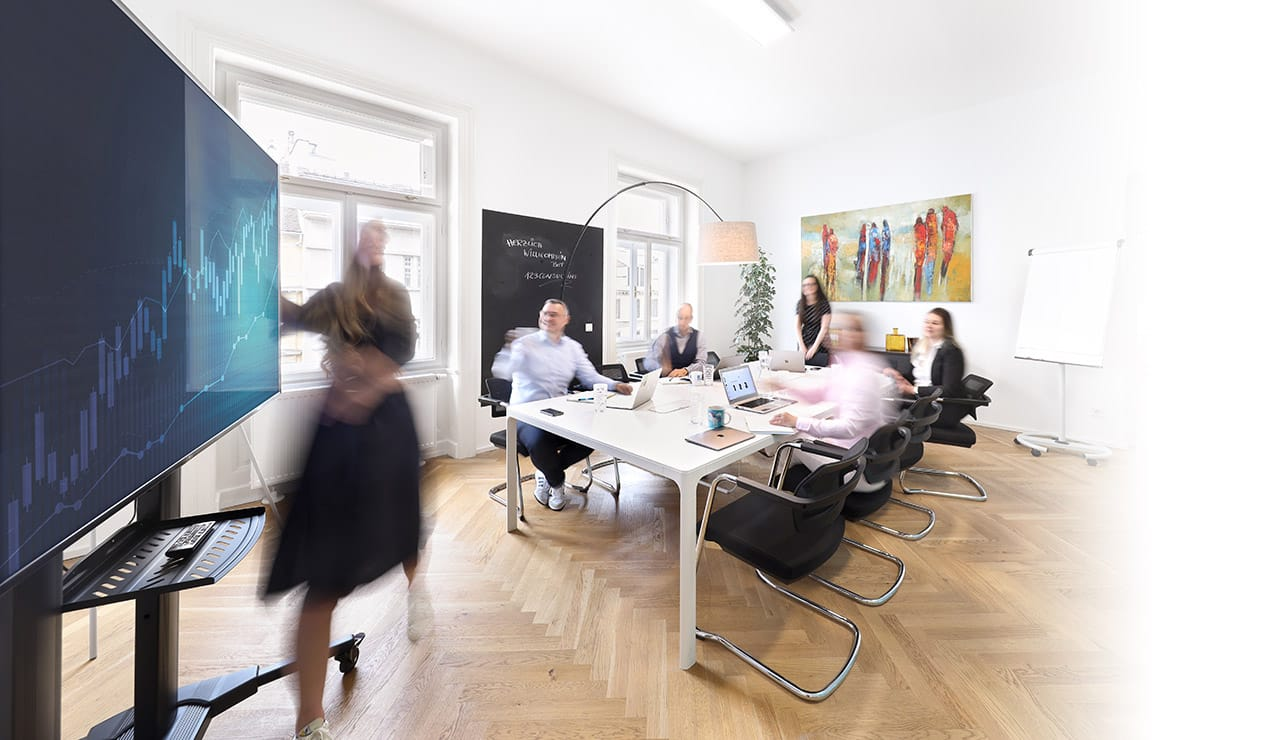 Kundenmeeting im Boardroom von 123Consulting Agentur
