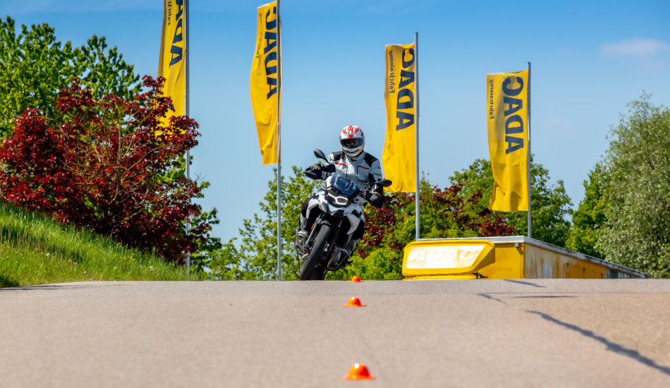 ADAC Motorrad Training Fahrsicherheitstraining digitale Überholspur 123Consulting